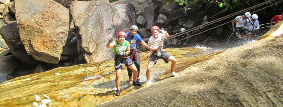 Rapel na cachoeira Véu da Noiva em Bonito
